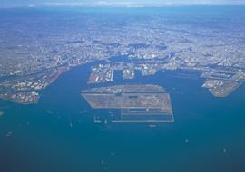 写真:空から見る東京港の様子